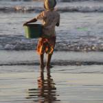 l'enfant au sceau face à la mer